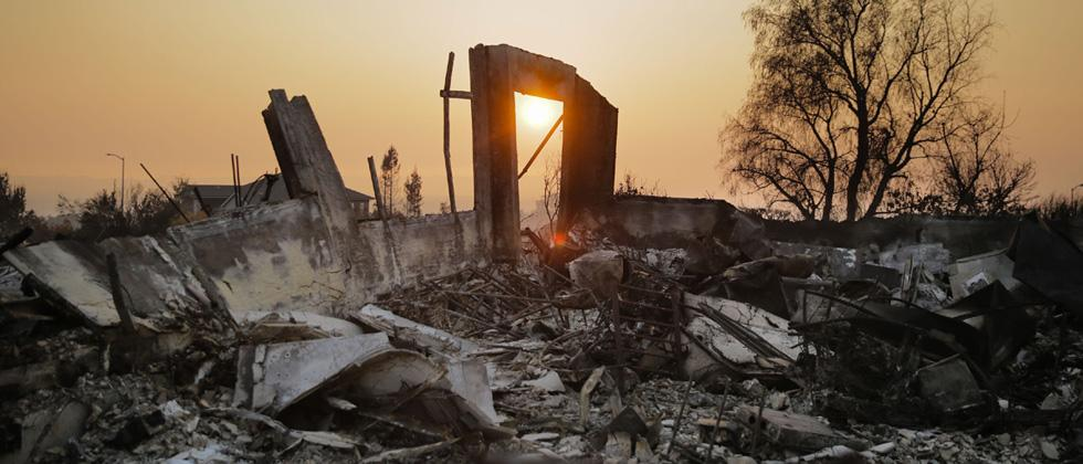 California fire toll rises to 33, winds cause concern