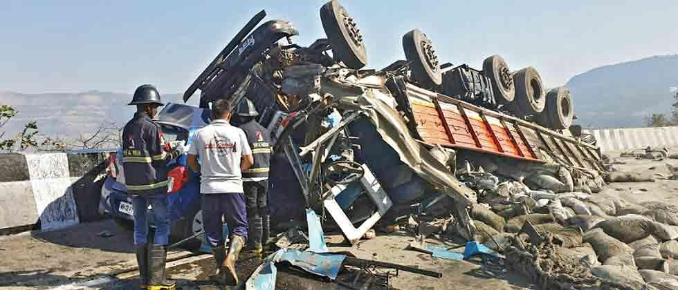 Four killed, three hurt in e-way mishap