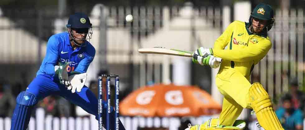 India restrict Australia to 313/5 despite Khawaja, Finch knocks