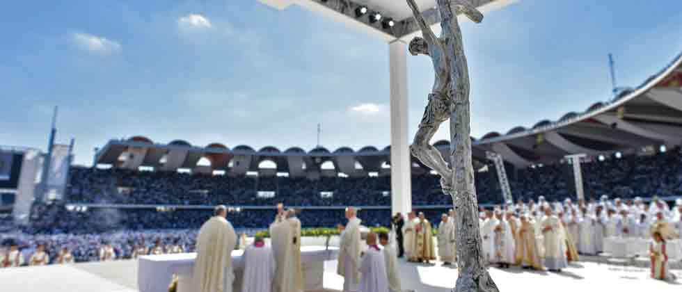 Pope Francis holds historic public mass in UAE