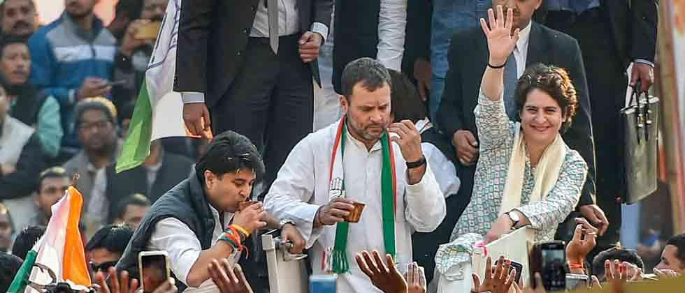 Priyanka roars into UP with roadshow to enthuse Cong workers