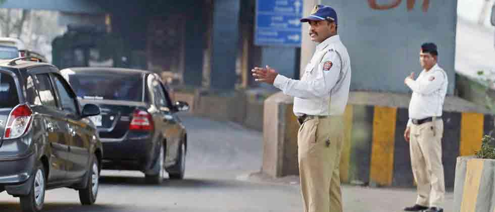 Traffic cops to click selfie when starting duty