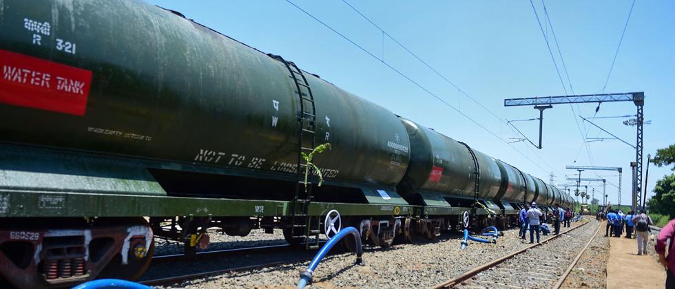 Train carrying water from Jolarpettai arrives in parched Chennai