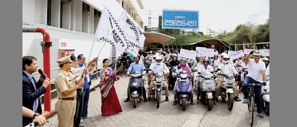 Chairman of Sancheti Hospital Dr Parag Sancheti, DCP of Traffic Ashok Morale, social reformer and actor Dr Mohan Agashe, POS President Dr Sandeep Patwardhan were present for flagging off the bike rally, to mark National Bone and Joint Health Day