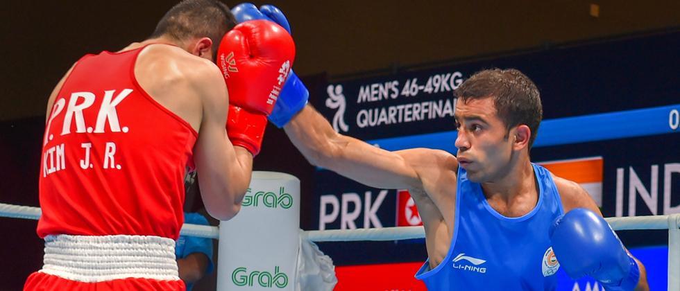 Boxers Amit, Vikas enter semis