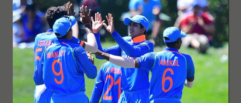 India limit Australia to 216 after brilliant bowling show