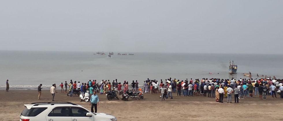 Boat carrying school children capsizes off Dahanu coast