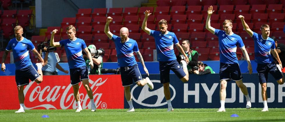 Iceland's players take part in a training session at Spartak Stadium in Moscow on June 15, 2018, on the eve of their Russia 2018 World Cup Group D football match against Argentina. Yuri Cortez/AFP