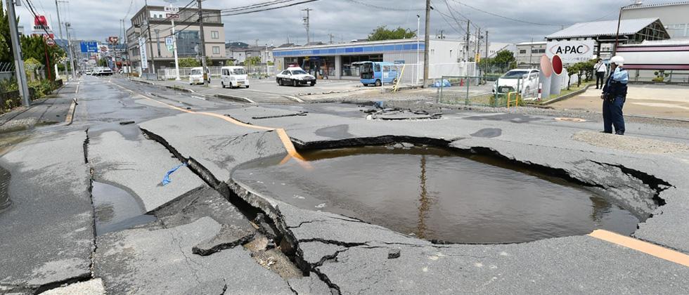 Three dead, 200 hurt as strong quake jolts Japan's Osaka