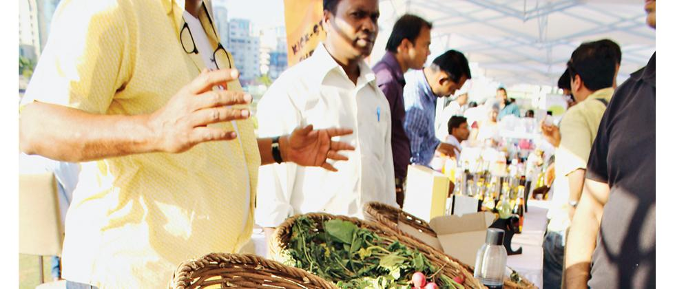 Farmers' mkts encroaching roads and amenity spaces