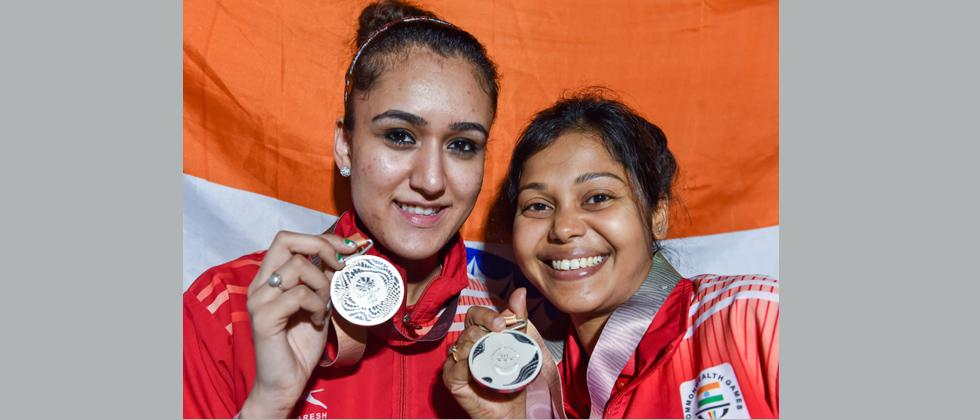 Manika Batra and M Das show their silver medals at the medal ceremony of Table Tennis women's doubles event at the Commonwealth Games 2018 in Gold Coast, Australia on Friday. PTI Photo