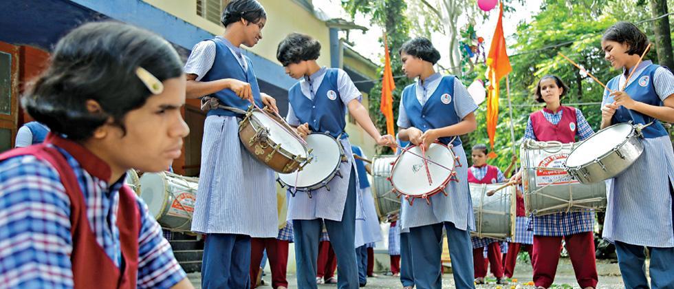 Nadbramha Dhol Tasha Pathak's noble gesture for visually impaired