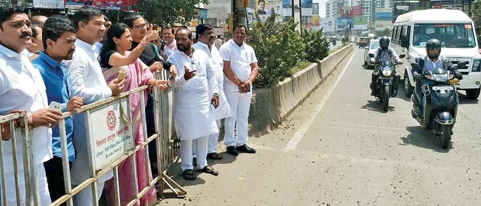 Supriya Sule inspects traffic situation in Hinjawadi