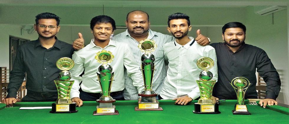 : (left to right) Alramash Saifee — semi-finalist, Amol Abdagiri  — runner-up, Chintamani Jadhav — Tournament Director, Sanket Mutha — winner and Abhishek Bora — semi-finalist.