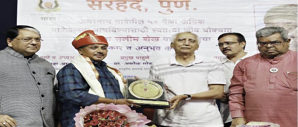 Social worker Baba Adhav felicitated Salimn Shaikh, the bus driver who saved Amarnath yatris during terrorist attack in the program organised by Sarahad , Pune. Also seen Krushnakumar Goyal, Sanjay Nahar and Ashok Godse