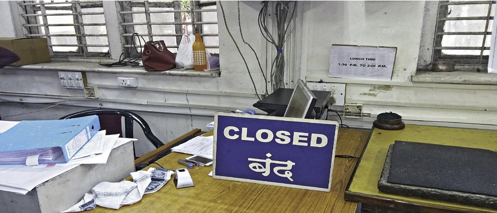 Aadhar updation counter closed at GPO due to network issue