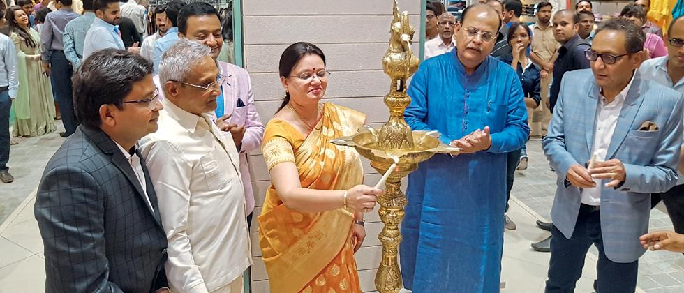Jaihind launched Maharashtra's largest signature ethnic store – The Grand Mewar showroom at Camp on Monday. The showroom was inaugurated by Pune Mayor Mukta Tilak, in the presence of Dinesh Jain, Pravin Jain and Vinod Jain.