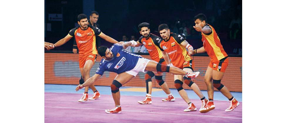 Raider Rohit Baliyan of Dabang Delhi KC in action during their match against Bengaluru Bulls in PKL Season 5 at Sawai Mansingh Stadium on Wednesday.