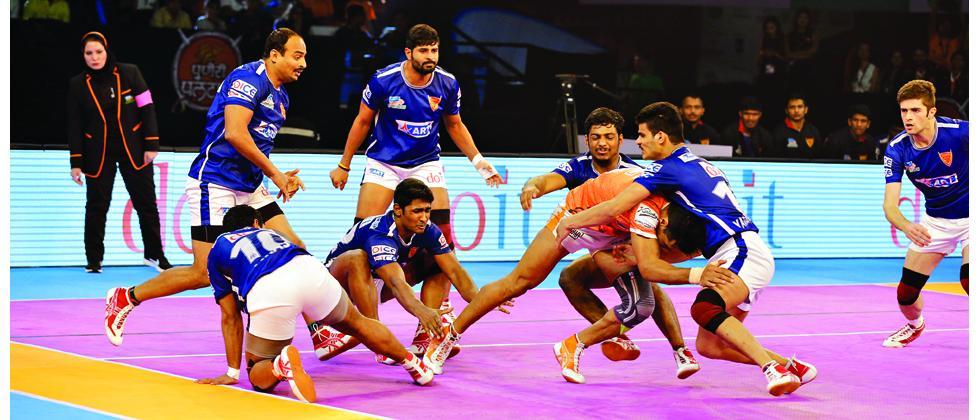 Puneri Paltan raider Deepak Hooda in action during their match against Dabang Delhi at Balewadi Sports Complex.