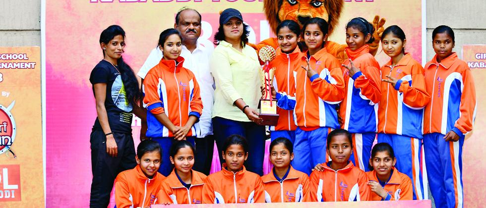 Players of Jnana Prabodhini High School pose with their trophy at the prize distribution ceremony.