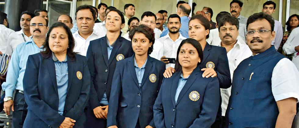 Members of Indian women's cricket team Smriti Mandhana and Poonam Raut along with officials arrived at Vidhan Bhavan to meet Chief Minister Devendra Fadnavis on Friday. The team members posed for a photo with State Education and Sport Minister Vinod Tawde