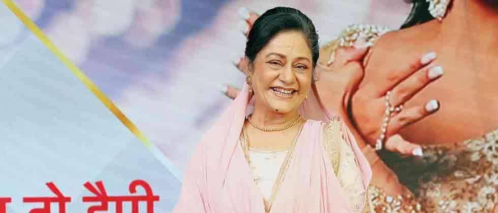 Aruna Irani turns 'khadus Dadi' for her next
