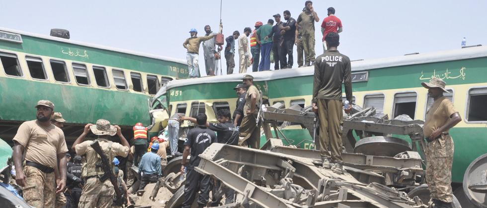 16 killed, over 80 injured in Pakistan train collision