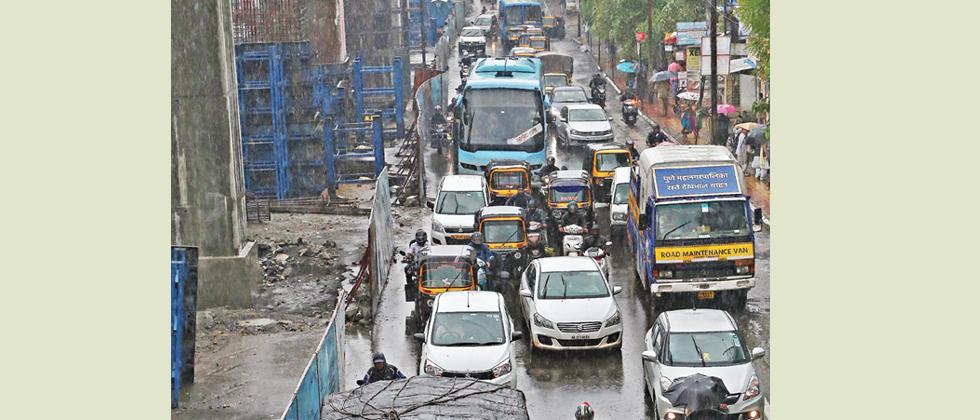 Puneites missing flights, trains due to traffic
