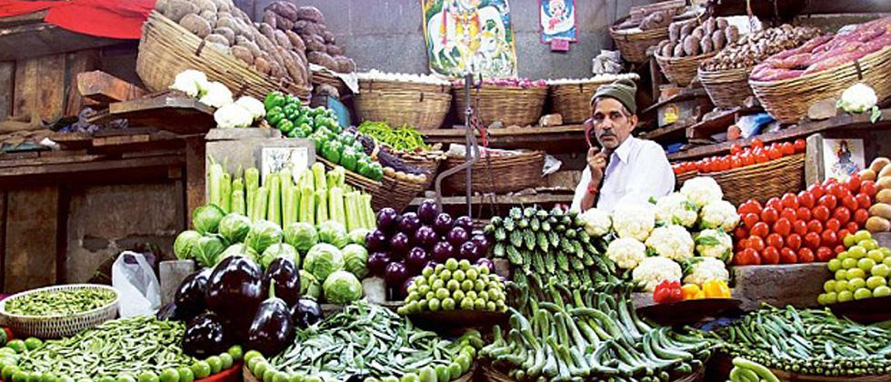 Vegetable vendors suffer due to meat shops in Shivaji Mkt