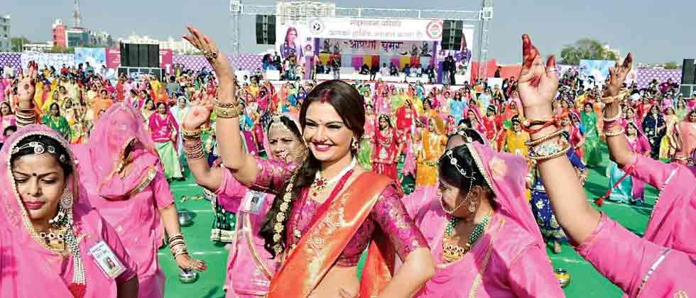 Deepshikha and 3000 women set Ghoomar world record