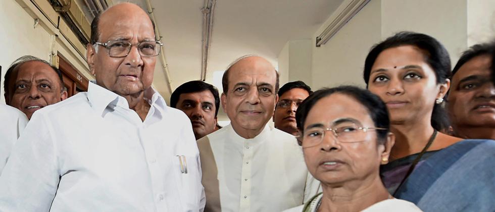 Mamata Baanerjee meets Sharad Pawar, Sena and TRS MPs