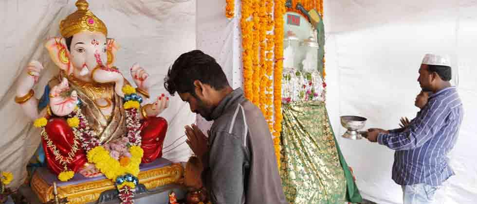 Ganesh idol, Muharram Taboot at same pandal