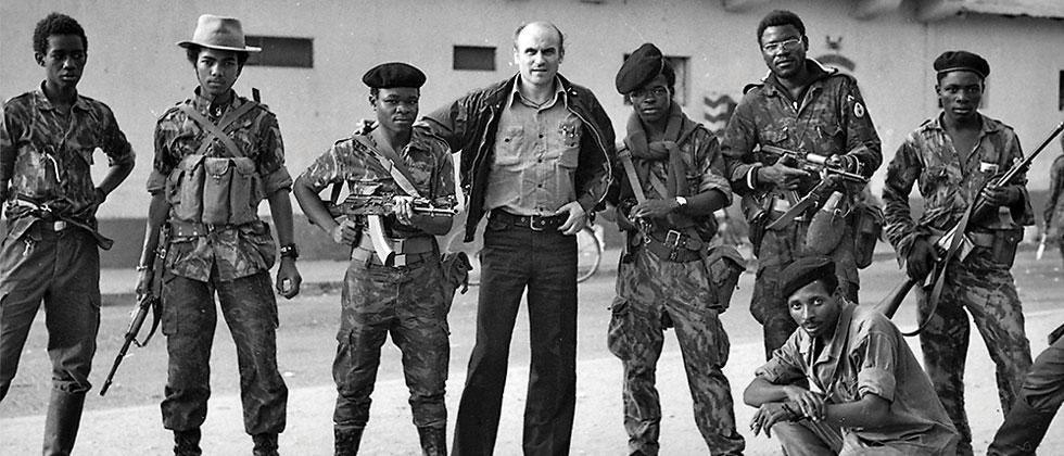 Ryszard Kapuscinski (C) with Angolan rebels