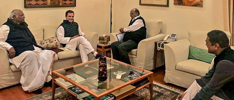 LS polls: Rahul, Pawar meet over seat-sharing in Maha