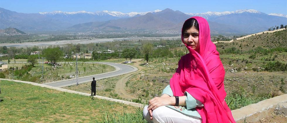 Pakistani activist and Nobel Peace Prize laureate Malala Yousafzai poses for a photograph at all-boys Swat Cadet College Guli Bagh, during her hometown visit, some 15 kilometres outside of Mingora, on March 31, 2018. Photo/Abdul Majeed/AFP