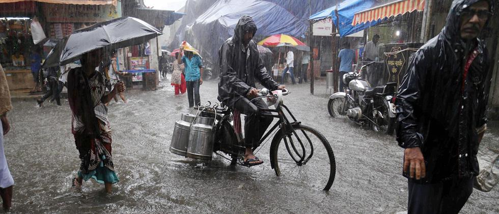 Rains lash Mumbai, adjoining areas