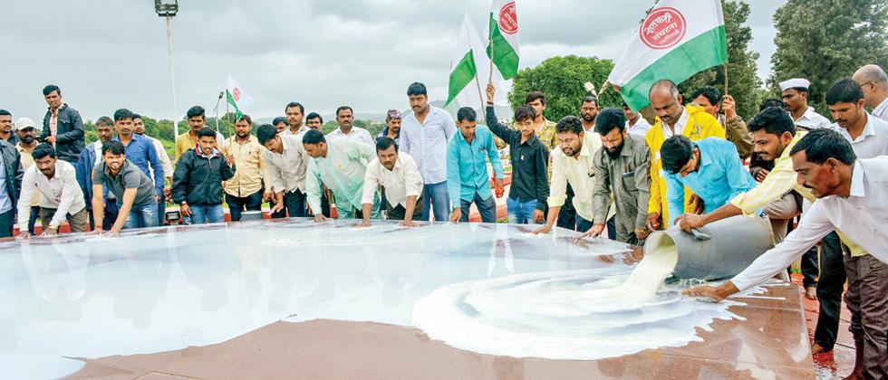 Swabhimani Shetkari Sanghatana activists pour milk at the memorial of Maharashtra's first CM late YB Chavan during a protest in Karad, Maharashtra on Monday.