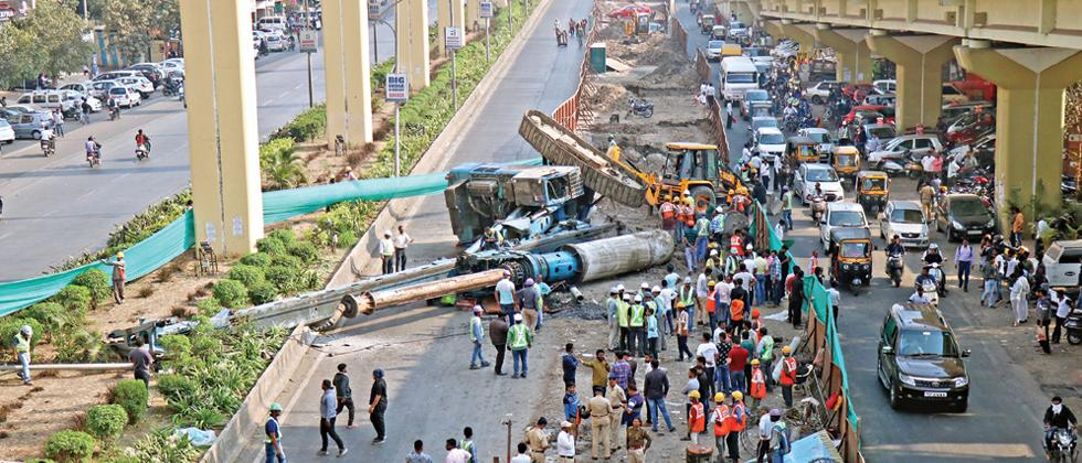 Crane collapses at Metro site