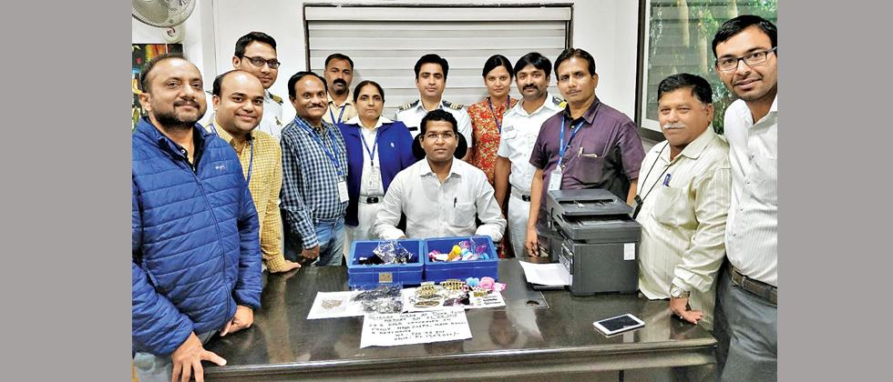 Customs recovers gold worth Rs 17L from flier