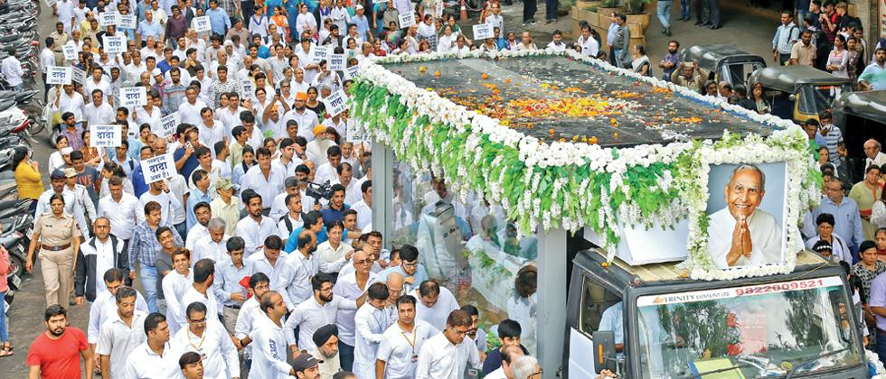 Devotees bid emotional adieu to Dada