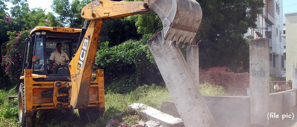 Illegal rooms demolished in Camp