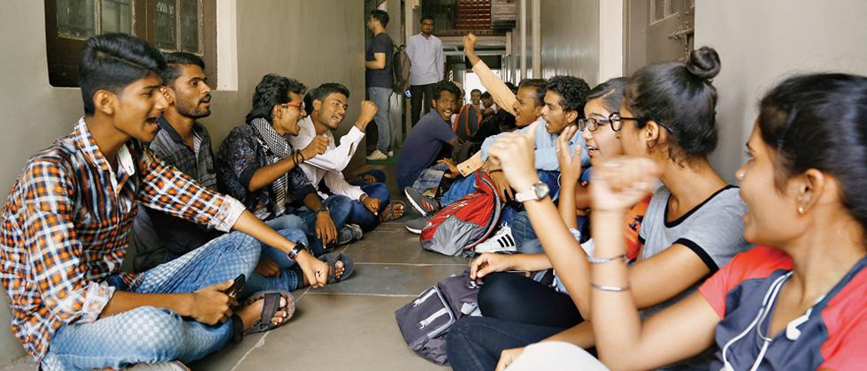 Marathi medium students protest against FC's move