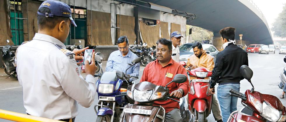 Parisar sends notice to cops, RTO to implement SC order on helmets