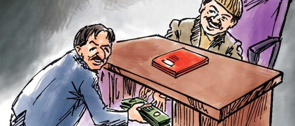 2 policemen booked for demanding Rs 5K bribe