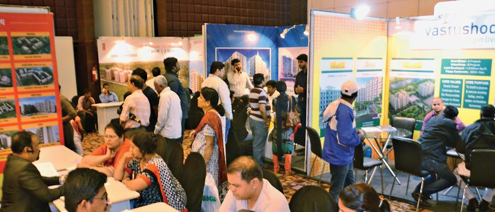 Buyers interact with sales officers at the two-day Sakal Vastu property exhibition organised by Sakal Media Group in Orchid-VITS Hotel, Balewadi.