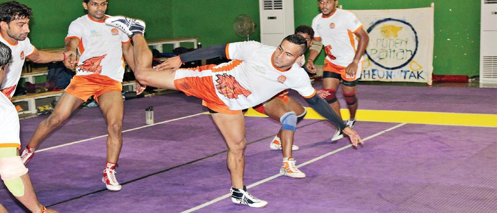 Sandeep Narwal (raider) tries to touch Deepak Hooda (centre) during their preparatory camp at the Symbiosis International University at Lavale Campus. The Pro Kabaddi League Season starts from July 28.