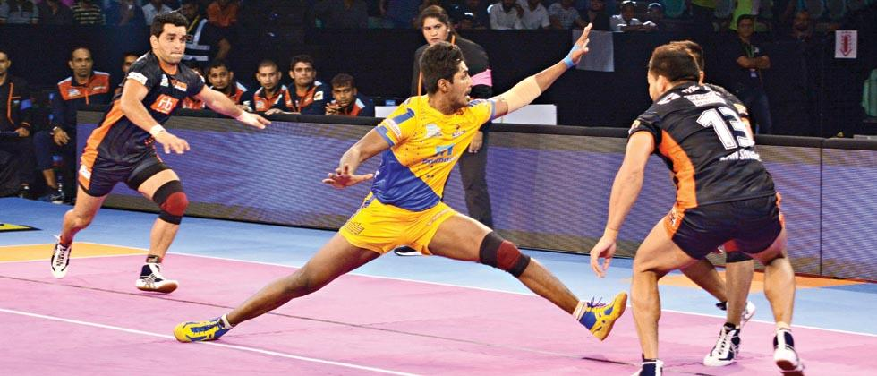 M Thivakaran of Tamil Thalaivas in action during their match against Bengal Warriors at Thyagaraj Sports Complex in New Delhi on Sunday.