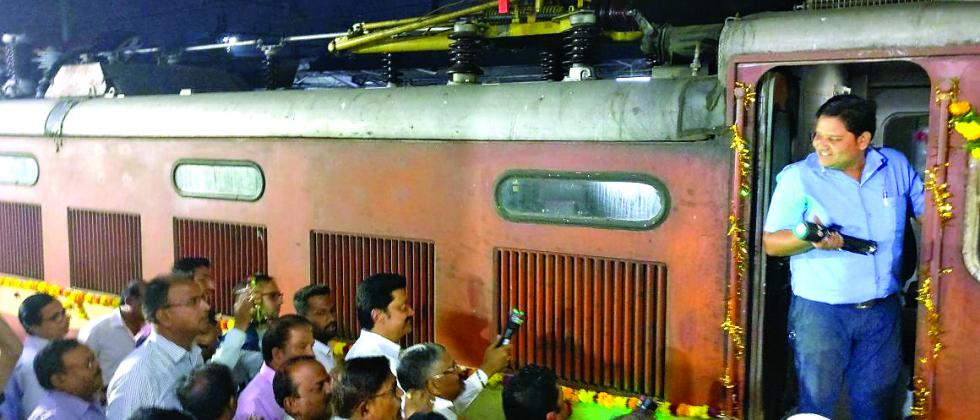 MP Anil Shirole flagged off Pune-Kazipet Superfast Express (Weekly) on Friday at Pune station. Milind Deouskar, DRM, Pune railway division, and other railway officials were also present.