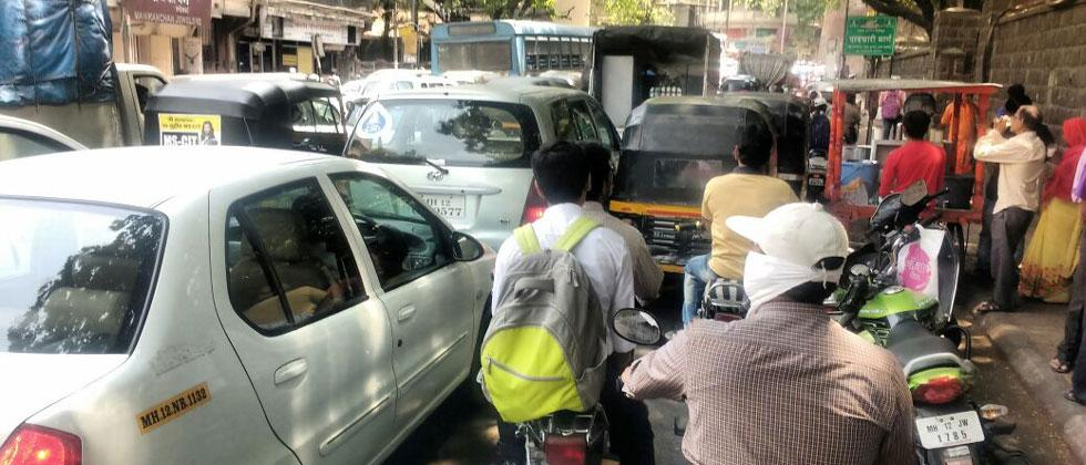 Traffic at Shivaji Road