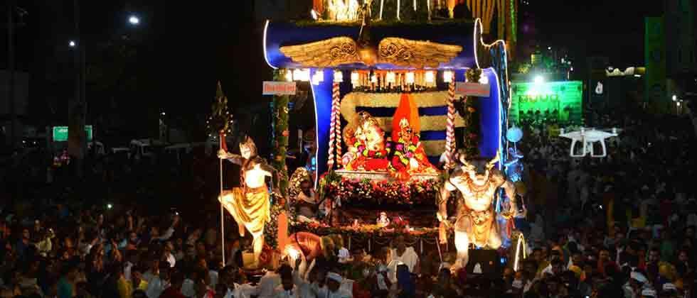 City bids adieu to Ganesh with pomp